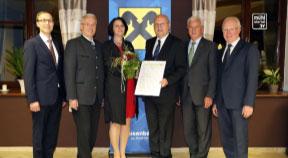Martha Manzenreither zur neuen Ortsobfrau Raiffeisenbank Hirschbach gewählt