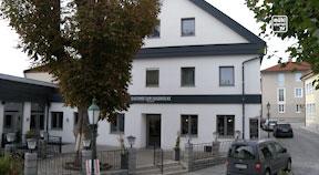 """Dorfwirt """"Gasthof zur Zugbrücke"""" in Bad Kreuzen"""