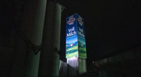 Das größte Milchpackerl Österreichs steht in Mauthausen