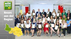 24 neue diplomierte Gesundheits- und KrankenpflegerInnen